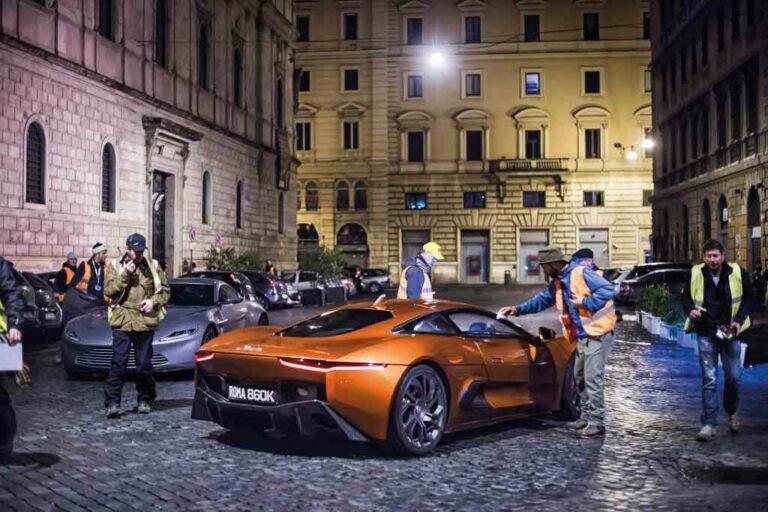 Wir alle warten auf James Bond